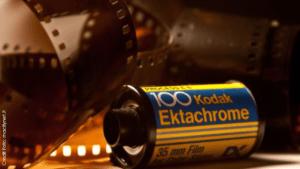 Rullino Kodak con pellicola sullo sfondo. Kodak riconversione farmaceutica