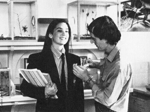 Dario Argento veste Jennifer Connelly sul set di Phenomena nel 1985